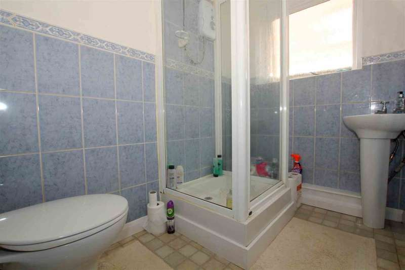 4 Bedrooms Detached House for sale in RARELY AVAILABLE SPACIOUS 4 BEDROOM DETACHED FAMILY HOME
