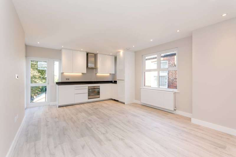 2 Bedrooms Flat for sale in Roundwood Road, Harlesden, NW10