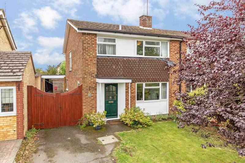 3 Bedrooms Semi Detached House for sale in Mortimer Hill, Tring