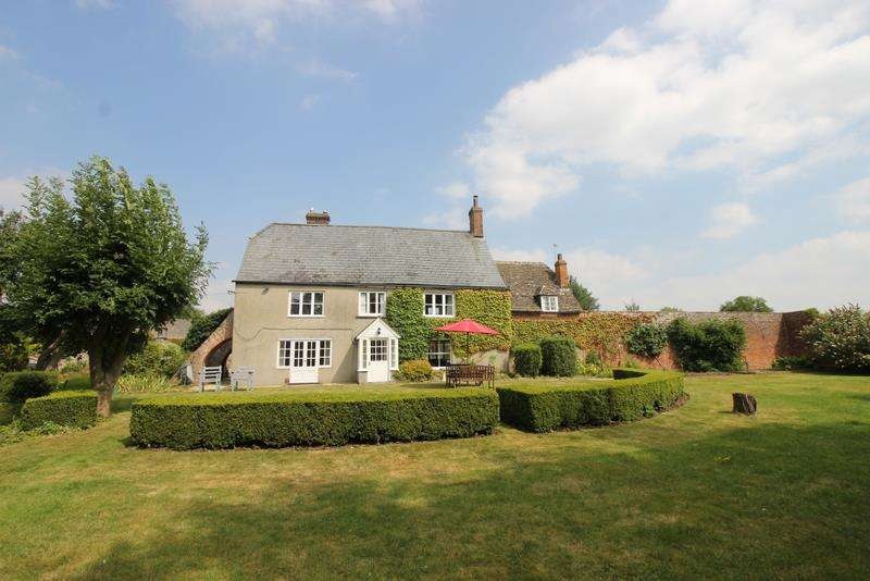 8 Bedrooms Property for sale in Burton Grove Farmhouse, South Marston