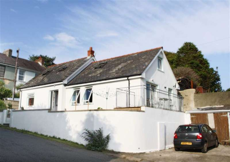 4 Bedrooms Property for sale in Hazelbank, Llanstadwell, Milford Haven