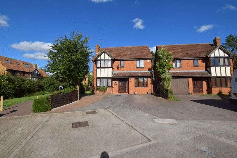 4 Bedrooms Detached House for sale in Chalfont Close, Bradville, Milton Keynes