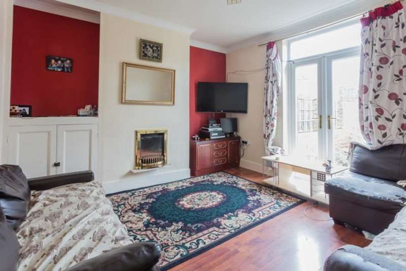 3 Bedrooms Semi Detached House for sale in Maybush road, Wakefield, West Yorkshire, WF1