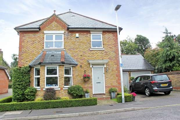 4 Bedrooms Detached House for sale in Oakland Place, Buckhurst Hill, IG9