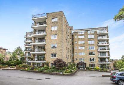 2 Bedrooms Flat for sale in Wentworth Court, Beech Grove, Harrogate, North Yorkshire