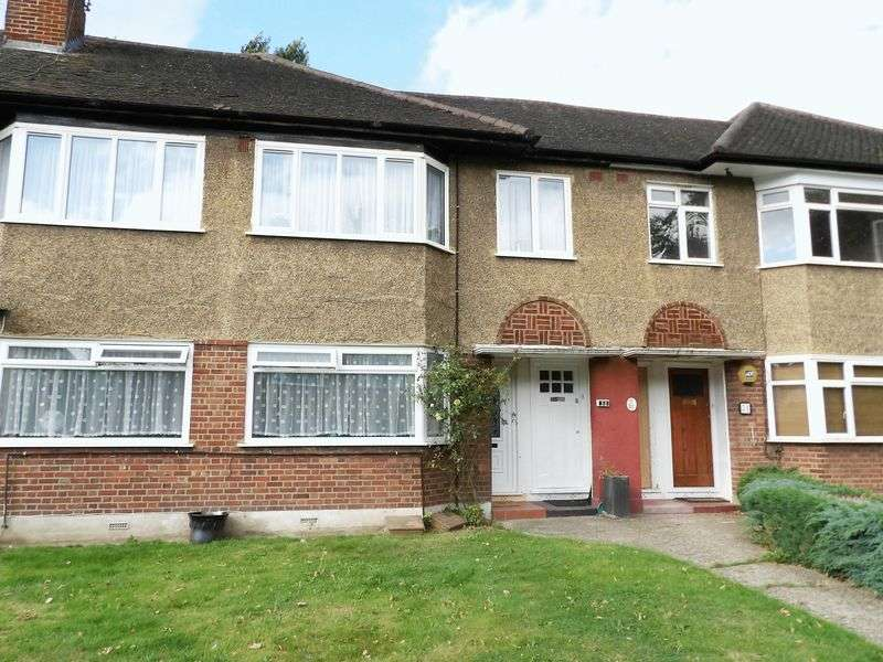 2 Bedrooms Flat for sale in Beresford Gardens, Enfield