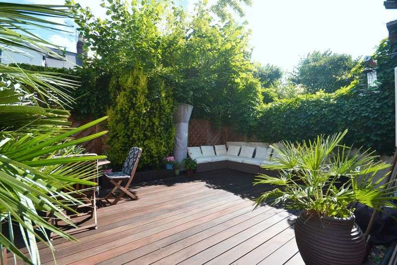 2 Bedrooms Flat for sale in Cavendish Road, Clapham South