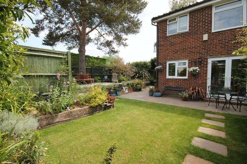 3 Bedrooms Semi Detached House for sale in Family home close to local school and amenities, Pulborough