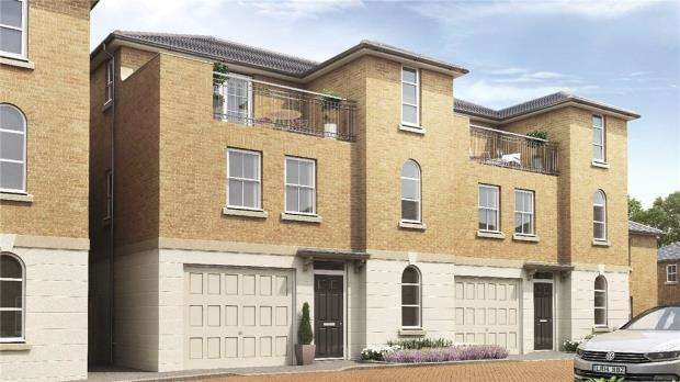 4 Bedrooms Semi Detached House for sale in Hastings Court, Grays Park Road, Stoke Poges