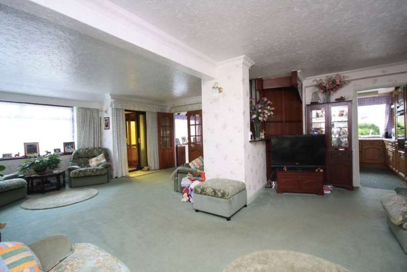 5 Bedrooms Semi Detached House for sale in Passingham Avenue, Billericay