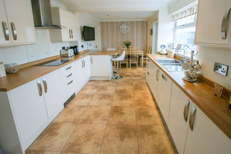 3 Bedrooms Semi Detached House for sale in Highdale Close, Llantrisant, PONTYCLUN