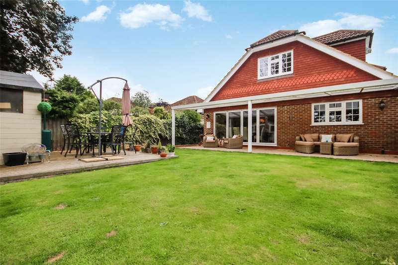 5 Bedrooms Detached House for sale in Franklands Drive, Addlestone, Surrey, KT15