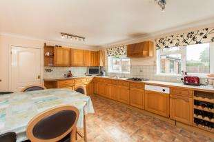 5 Bedrooms Detached House for sale in Allington Way, Maidstone, Kent
