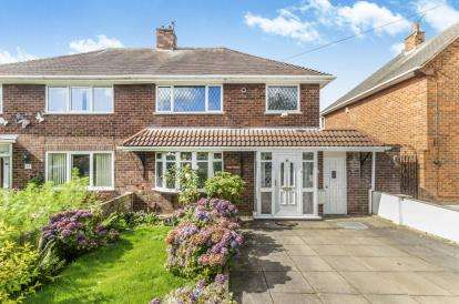 3 Bedrooms Semi Detached House for sale in Parry Road, Wednesfield, Wolverhampton, West Midlands