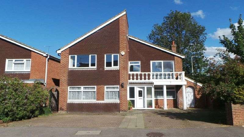 4 Bedrooms Detached House for sale in Greenbank, West Cheshunt