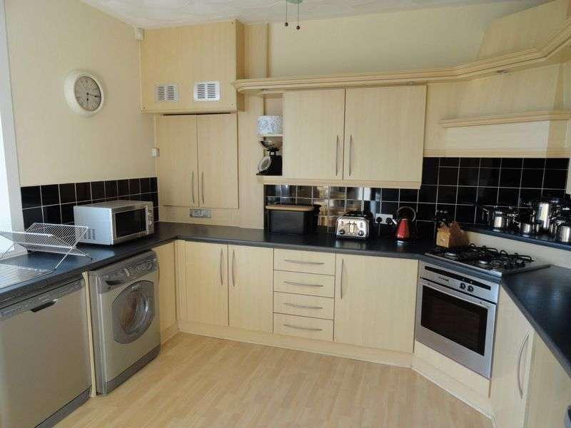 2 Bedrooms Flat for sale in Chapelton Gardens, Dumbarton