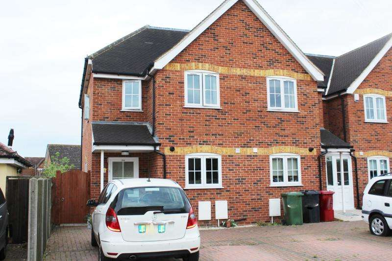 3 Bedrooms Semi Detached House for sale in Oakfield Avenue