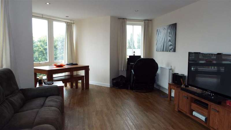 2 Bedrooms Apartment Flat for sale in Lynmouth Avenue, Chelmsford