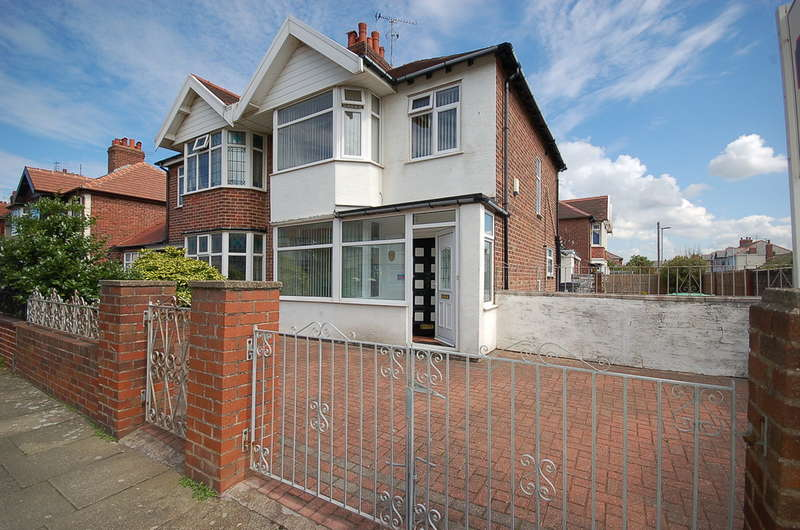 3 Bedrooms Semi Detached House for sale in Lunedale Avenue, Blackpool