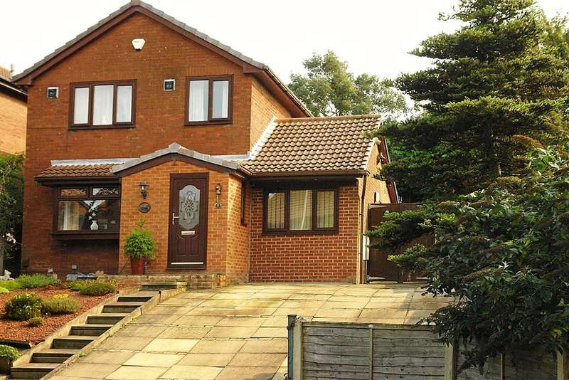 3 Bedrooms Detached House for sale in 7 Lineholme, Royton