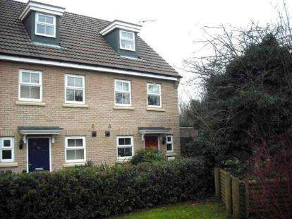 3 Bedrooms Semi Detached House for sale in Burywell Road, Wellingborough, Northamptonshire