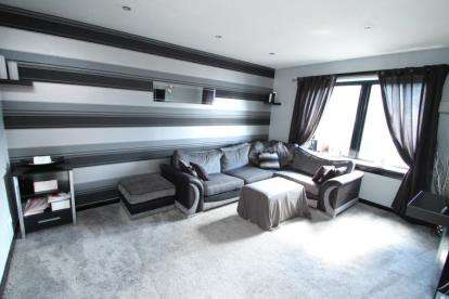 2 Bedrooms Flat for sale in Larkin Gardens, Paisley