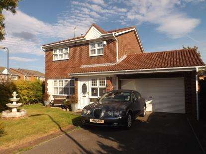 4 Bedrooms Detached House for sale in Kendal Drive, East Boldon, Tyne and Wear, NE36