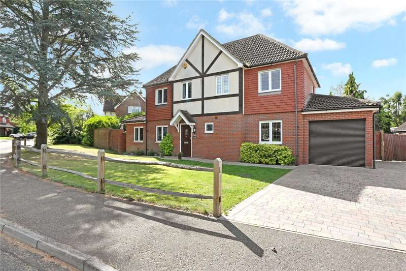 4 Bedrooms Detached House for sale in Gateford Drive, Horsham, West Sussex, RH12