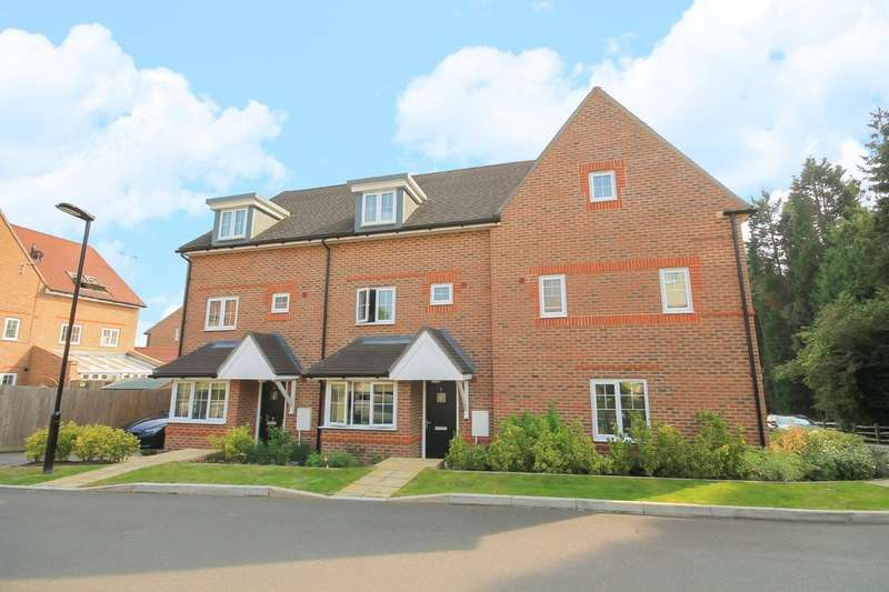 4 Bedrooms Town House for sale in Ashurst Way, East Grinstead