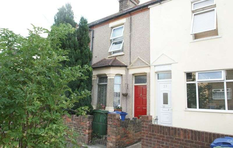 3 Bedrooms Terraced House for sale in Oak Road, Grays