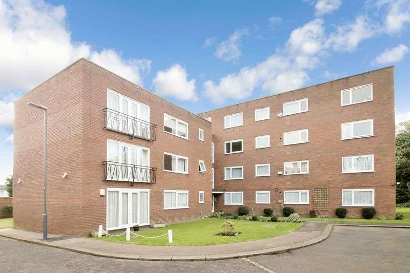 2 Bedrooms Flat for sale in Derby House, Pinner, Middlesex