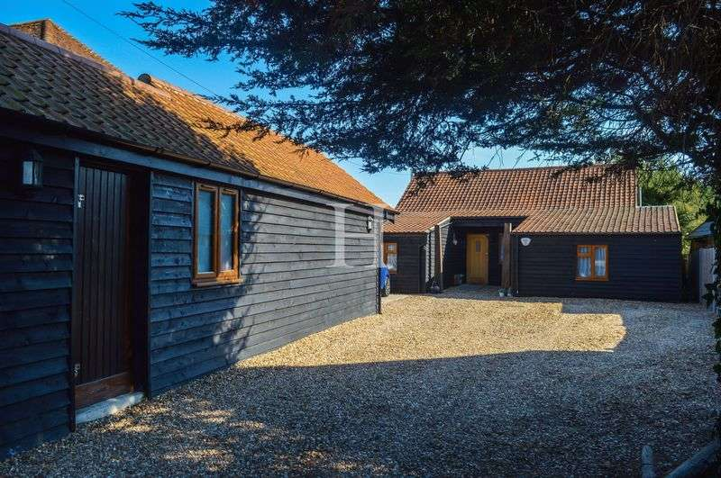 3 Bedrooms Detached House for sale in The Barn, Greensward Lane, Hockley, Essex, SS5