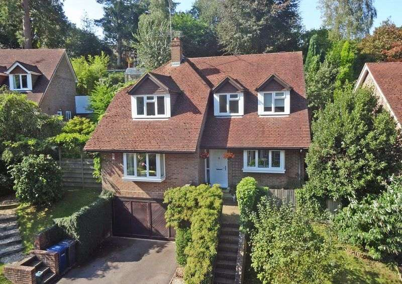 4 Bedrooms Detached House for sale in Clovelly Park, Beacon Hill