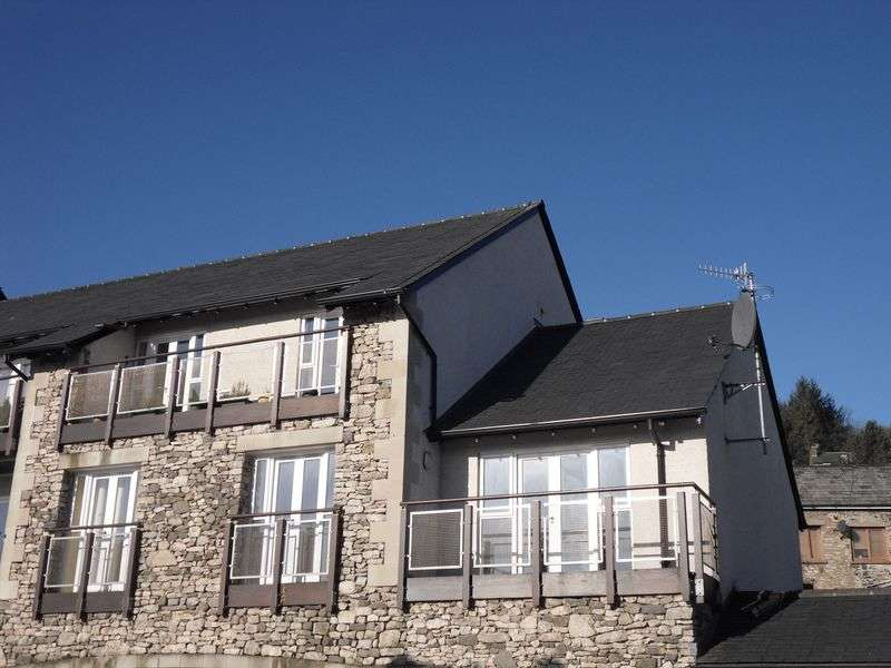 2 Bedrooms Flat for sale in Kings Arms Croft, Kendal