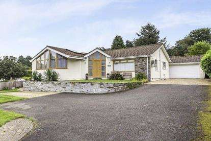 5 Bedrooms Bungalow for sale in Callington, Cornwall