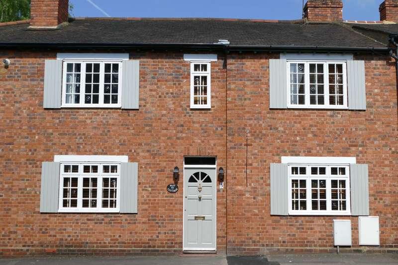 3 Bedrooms Terraced House for sale in Weybridge