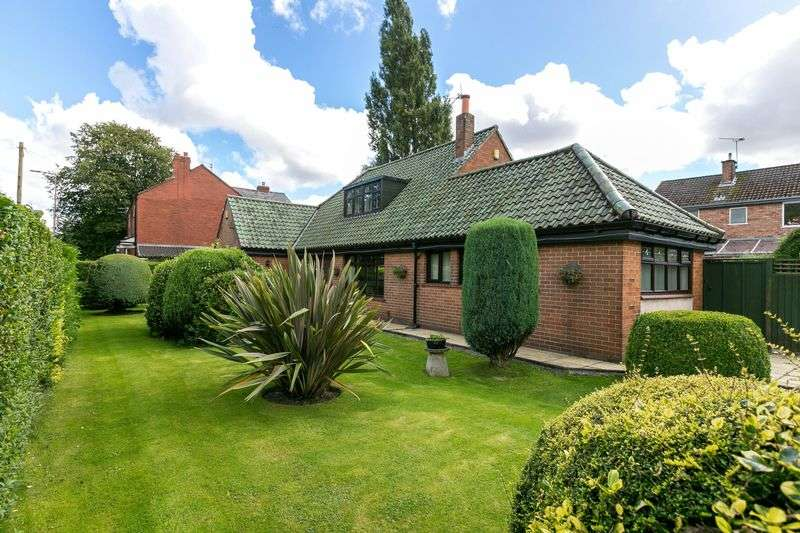 4 Bedrooms Detached Bungalow for sale in Orrell Road, Orrell, WN5 8HN