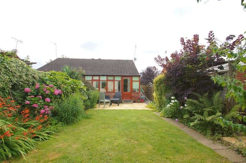 2 Bedrooms Semi Detached Bungalow for sale in Meriden Close, Winyates Green, Redditch, Worcestershire