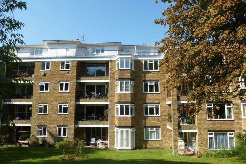 2 Bedrooms Flat for sale in Monterey Court, Varndean Drive, Brighton,