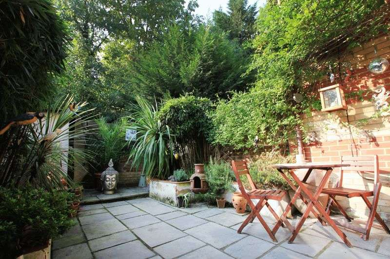 2 Bedrooms House for sale in Pincott Place, Brockley, SE4