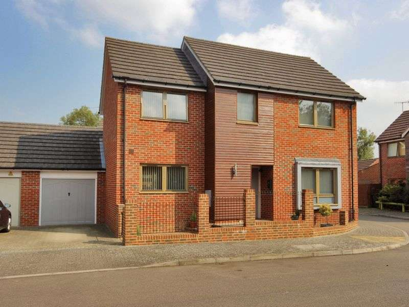 3 Bedrooms House for sale in Delrogue Road, Ifield, Crawley, West Sussex
