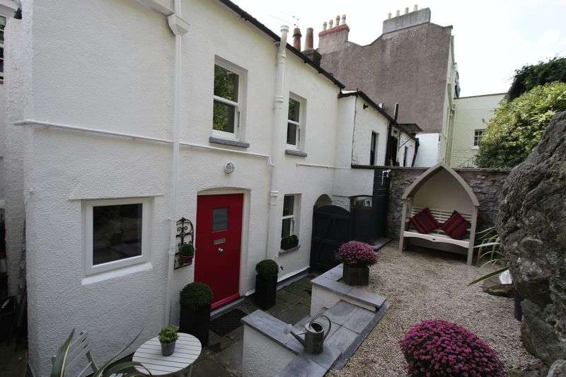 2 Bedrooms Terraced House for sale in Hill Road, Clevedon