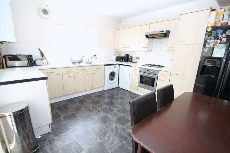 4 Bedrooms Terraced House for sale in Popes Lane, London