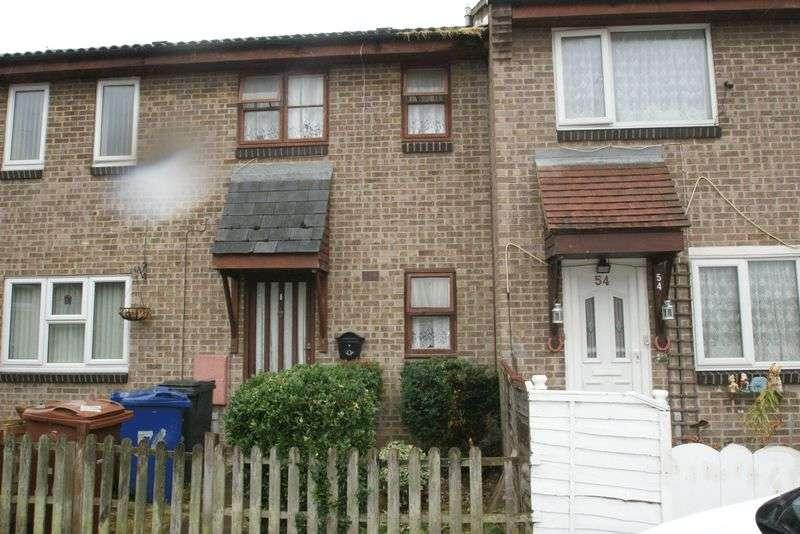 2 Bedrooms Terraced House for sale in Kipling Avenue, Tilbury