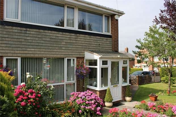 3 Bedrooms Semi Detached House for sale in Sunderland Road, South Shields, Tyne and Wear