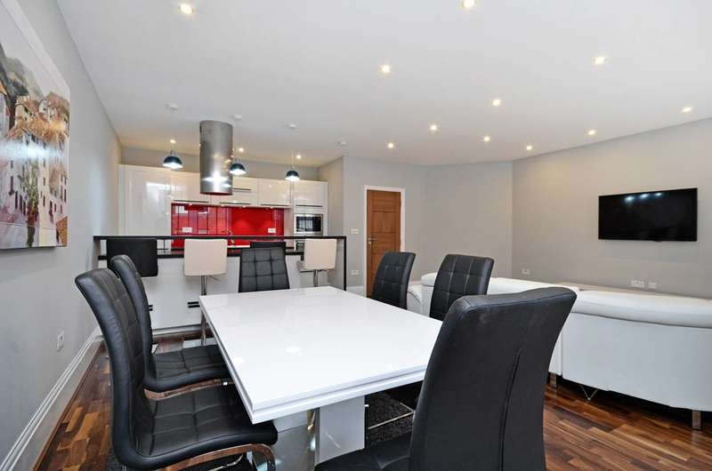 3 Bedrooms Flat for sale in Southampton Row, Bloomsbury, WC1B