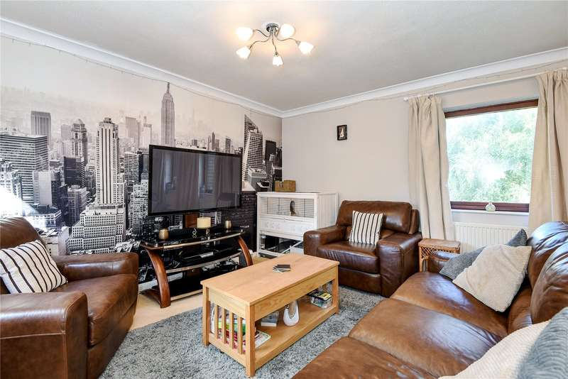 2 Bedrooms Apartment Flat for sale in Dawsmere Close, Camberley, Surrey, GU15