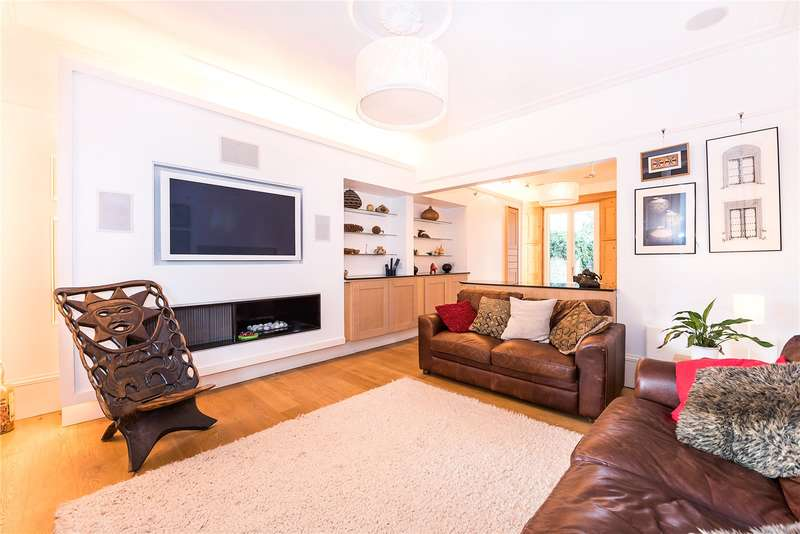 3 Bedrooms Semi Detached House for sale in Queens Road, Teddington, TW11
