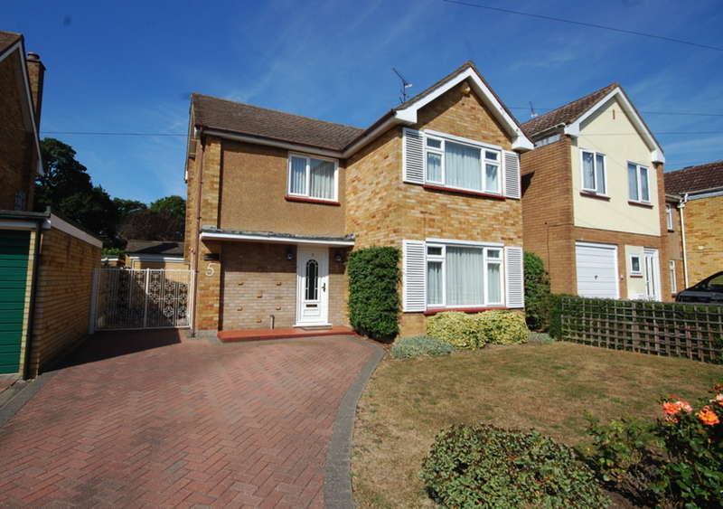 3 Bedrooms Detached House for sale in Paignton Avenue, Old Springfield, Chelmsford, CM1