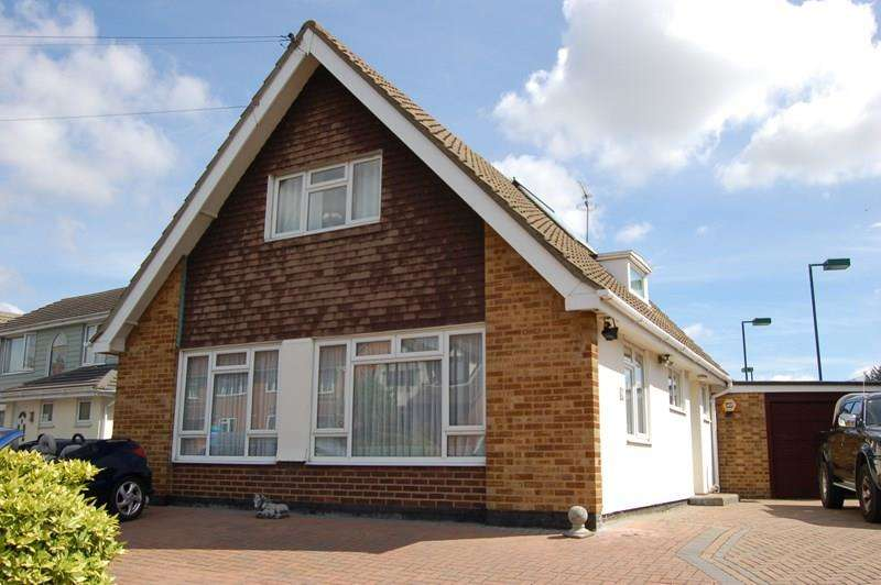 3 Bedrooms Detached House for sale in Swan Lane, Wickford
